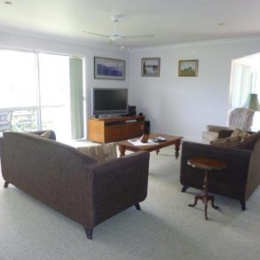 Worthy lounge